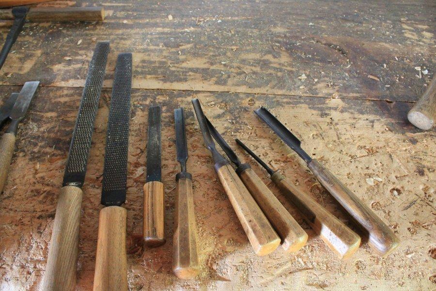 Niezbędne narzędzia stolarskie – dłuta
